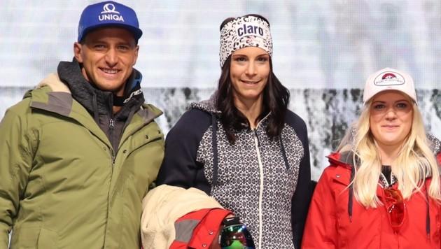 Mirjam Puchner (Mitte) machte zuletzt bei der ÖSV-Einkleidung im Europark mit ihren Teamkollegen auch auf dem Laufsteg eine gute Figur. (Bild: Tröster Andreas)