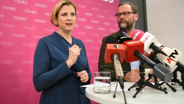 NEOS-Vorsitzende Beate Meinl-Reisinger und NEOS-Wirtschaftssprecher Sepp Schellhorn (Bild: APA/HELMUT FOHRINGER)