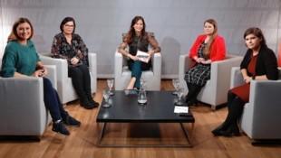 Von links: Sandra Thier, Marika Lagger-Pöllinger, Katia Wagner, Natascha Kampusch, Ingrid Brodnig (Bild: zwefo)