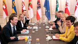 Die Sondierungsteams von ÖVP und SPÖ (Bild: AFP or licensors)