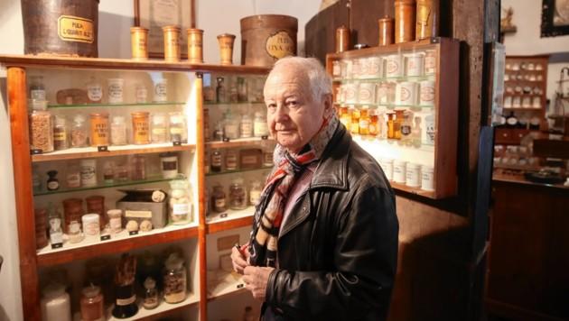 Bernd Mader kennt die Geheimnisse der alten Apotheker. (Bild: Sepp Pail)
