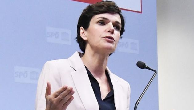 Parteichefin Pamela Rendi-Wagner nach dem SPÖ-Parteivorstand (Bild: APA/ROBERT JAEGER)