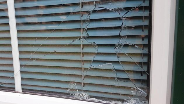 Der Serbe schlug einen Stein durch eine Fensterscheibe des Lokals (Symbolbild). (Bild: Antal Imre)