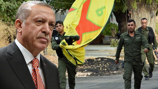 """Präsident Recep Tayyip Erdogan verlangt, dass die kurdischen Kämpfer die künftige """"Sicherheitszone"""" in Nordsyrien verlassen. Die Kurden wiederum beklagen, dass ihr Rückzug von türkischer Seite blockiert werde. (Bild: APA/AFP, AP, krone.at-Grafik)"""