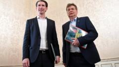 Grünen-Chef Kogler (re.), ÖVP-Chef Kurz (Bild: APA/HELMUT FOHRINGER)