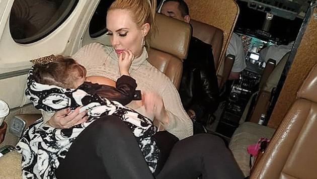 Coco Austin postete ein Foto, das zeigt, wie sie ihre fast vierjährige Tochter stillt. (Bild: instagram.com/coco)