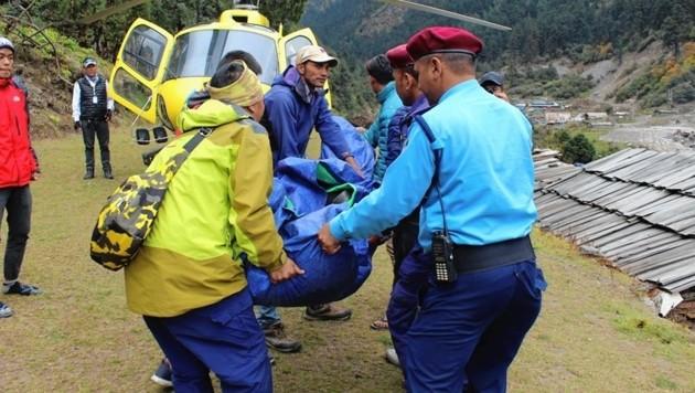 Der Leichnam von Wilhelm W. wurde mit dem Hubschrauber geborgen. (Bild: Keshav Adhikari)