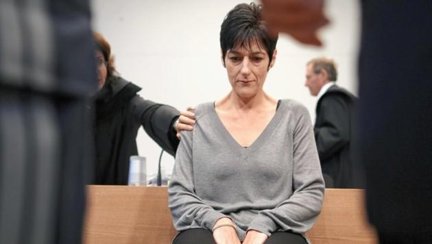 """""""Wie eine Mutter"""" sei das Opfer für sie gewesen: Mit 20 Hieben einem Zimmermannhammers tötete die 44-Jährige eine 65 Jahre alte Frau - sie wurde zu einer lebenslangen Haftstrafe verurteilt. (Bild: Gerhard Bartel)"""