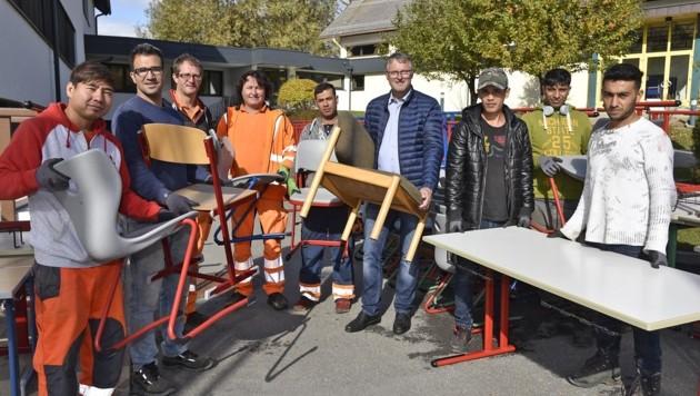 Bürgermeister Georg Gappmayer (Mitte) mit fleißigen Helfern (Bild: Holitzky Roland)