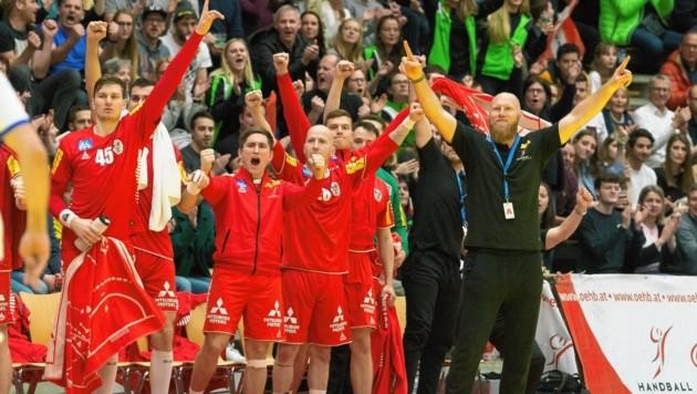 Handball-Teamchef Ales Pajovic (re.) will auch in den Tests gegen Serbien und Holland jubeln. (Bild: DIETMAR STIPLOVSEK / APA / picturedesk.com)