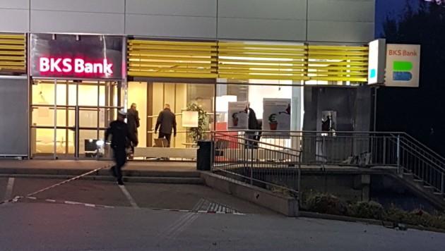 Der Bankomat befindet sich an der Außenwand der Bankfiliale. (Bild: Georg Franz Bachiesl)