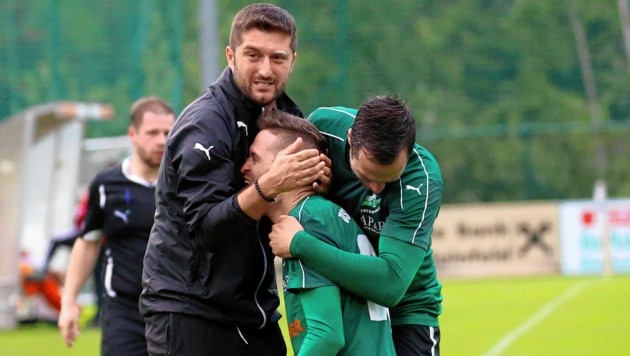 Eugendorf und Coach Arsim Deliu (links) wollen heuer endlich aufsteigen. (Bild: Andreas Tröster)