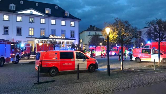 Das Gebäude der Staatsanwaltschaft in Arnsberg wurde teilweise evakuiert, bis Entwarnung gegeben werden konnte. (Bild: APA/Sauerlandkurier/Daniel Großert)