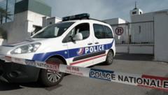 Vor einer Moschee im südfranzösischen Bayonne schoss ein 84-Jähriger auf zwei Menschen und verletzte sie schwer. (Bild: AFP)