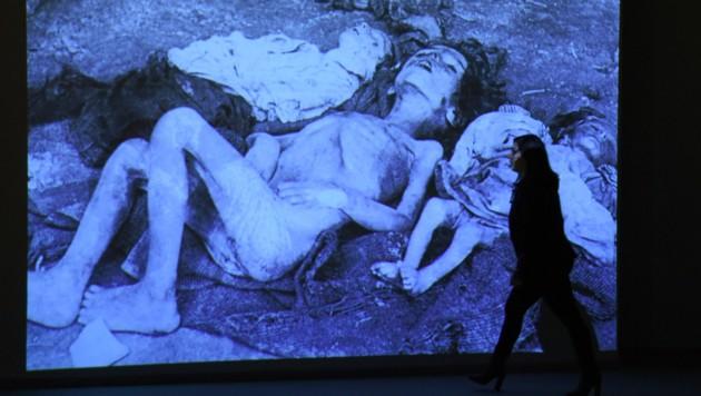 Ein ausgestelltes Bild im Genozid-Museum in der armenischen Hauptstadt Jerewan (Bild: AFP)