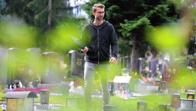 Marco Pototschnig errichtet und saniert mit seinem fünfköpfigen Team Grabstätten für Friedhöfe in ganz Kärnten. (Bild: Evelyn HronekKamerawerk)