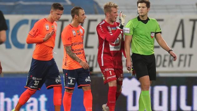Diesmal erwartet Hartberg-Goalie Rene Swete seinen Teamkollegen Rajko Rep (li.) wieder in seiner gewohnten Position als Spielmacher, (Bild: GEPA)