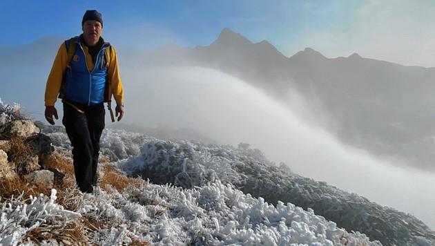 Knapp aus dem Wolkenmeer ragte zu Allerheiligen der Freikofel, von dessen Gipfel Christian Kogler nur noch wenige Meter trennen. (Bild: Hannes Wallner)