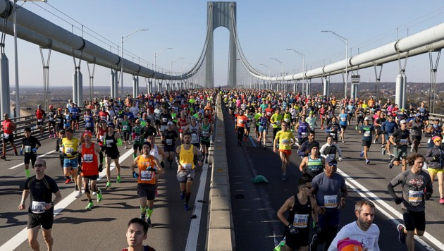 Ein Spektakel der Sonderklasse: der Marathon in New York. (Bild: AP/Julius Motal)