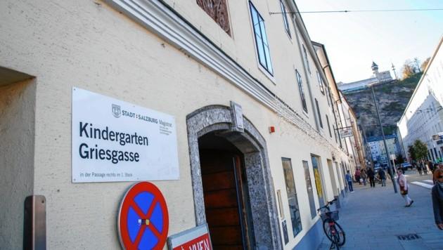 Einbrecher verwüsteten am Wochenende den Kindergarten in der Griesgasse in der Salzburger Altstadt. (Bild: Markus Tschepp)