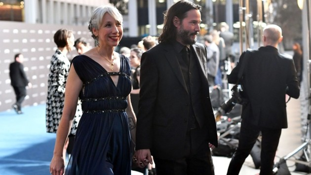 Alexandra Grant und Keanu Reeves Hand in Hand (Bild: APA/AFP/Emma McIntyre/Getty Images for LACMA)