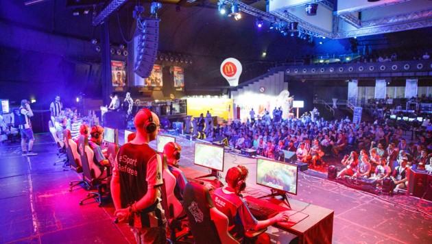 In der A1 eSports League zeigen professionelle Gamer ihre Fähigkeiten.