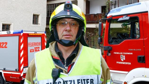 Feuerwehrkommandant Martin Bergmüller war der Einsatzleiter bei dem Drama in Pfarrwerfen. (Bild: Gerhard Schiel/Krone-Montage)