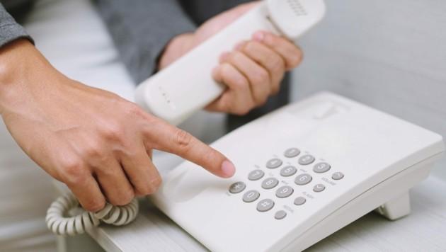 Achtung: Falsche Polizisten am Telefon (Symbolbild) (Bild: stock.adobe.com/Symbolbild)