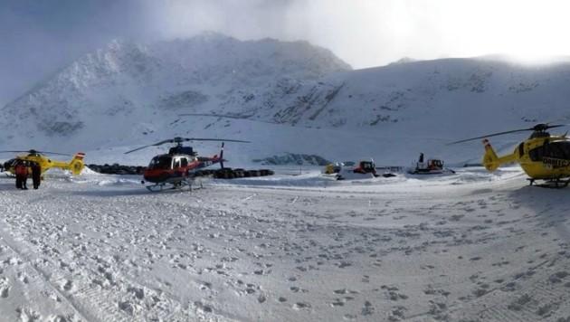 Der Rettungseinsatz in Sölden ist - wie dieses Bild beweist - derzeit in vollem Gange. (Bild: Bergrettung Sölden)