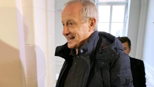 Peter Pilz vor seinem Prozess wegen übler Nachrede in St. Pölten (Bild: APA/SOPHIA KILLINGER)