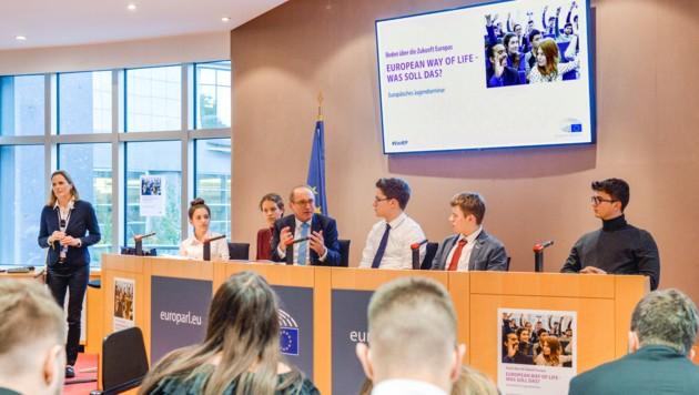 In Brüssel beraten die HAK-Schüler die EU-Abgeordneten. (Bild: European Union 2019 - Source : EP)