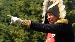 """Oleg Sokolow verkleidete sich gern als Napoleon - seine Geliebte nannte er """"Josephine"""". (Bild: APA/AFP/PETRAS MALUKAS)"""