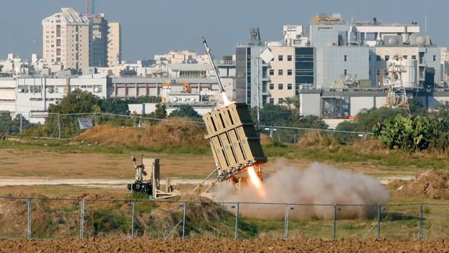 Das israelische Raketenabwehrsystem Iron Dome im Einsatz (Bild: APA/AFP/JACK GUEZ)