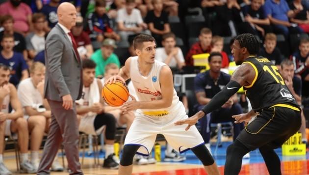 Bogic Vujosevic (Ball) und die Kapfenberger werden Mittwoch das Spiel in Israel nicht bestreiten. (Bild: Sepp Pail)