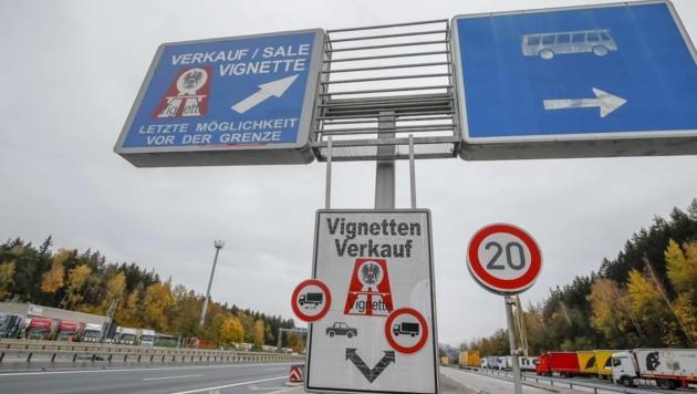 An der Grenze am Walserberg startet der mautfreie Korridor. (Bild: Tschepp Markus)