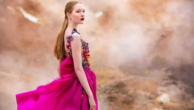 Traumrobe in Pink mit Blüten von Eva Poleschinski (Bild: Oliver Rathschueler)