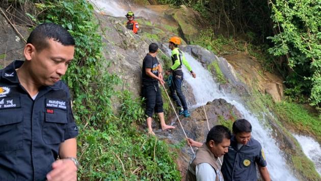 Reittungseinsatz am Wasserfall Na Muang 2: Der 33-jährige Franzose konnte nur noch tot geborgen werden. (Bild: AFP)