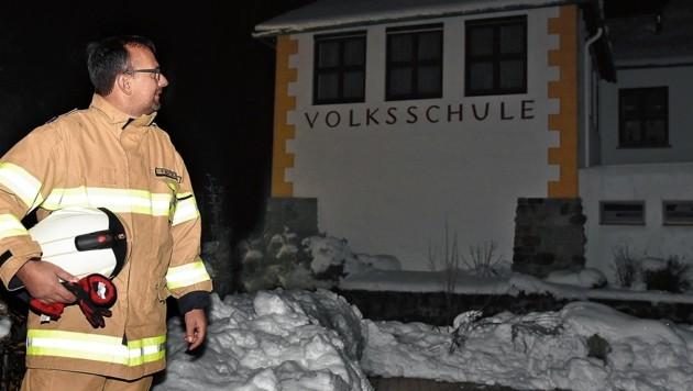 Schneefall und Stromausfälle im Lungau: VS Ramingstein blieb geschlossen, Bürgermeister Günther Pagitsch war 2 Tage als Feuerwehrmitglied unterwegs (Bild: Roland Holitzky)