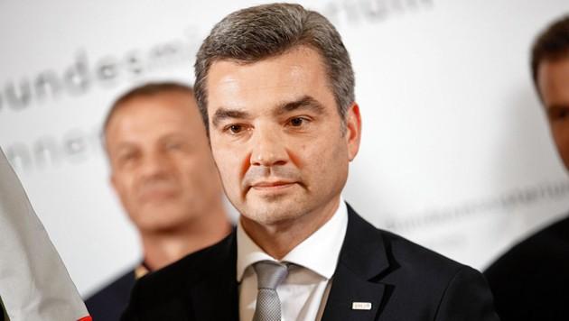Innenminister Wolfgang Peschorn sucht die undichte Stelle im BVT. (Bild: EPA)