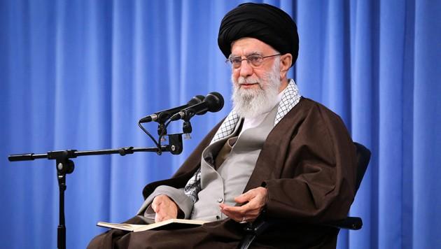 Ayatollah Ali Khamenei hat in allen strategischen Belangen das letzte Wort. (Bild: AFP)