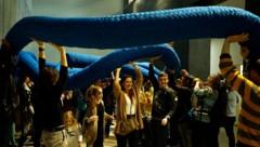 """Im OK Offenen Kulturhaus zogen Jung und Alt an einem """"Strang"""", sie belebten ein Seil. (Bild: Reinhard Winkler)"""