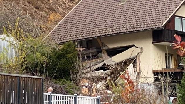 Dieses Haus in Bad Kleinkirchheim wurde von der Mure erfasst und zerstört. Der 80-jährige Besitzer wird vermisst. (Bild: Hannes Wallner)