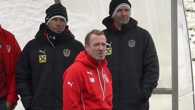 U19-Teamchef Rupert Marko (Mitte) mit seinen Assistenten Mario Haas (re.) und Hans-Peter Berger. (Bild: Tröster Andreas)