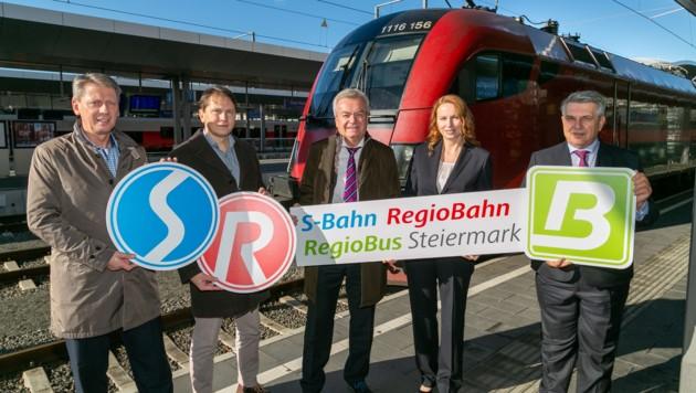 Von links: Gerhard Harer (Steiermarkbahn), Bernhard Breid (A 16), Landesrat Anton Lang, Michaela Huber (ÖBB) und Franz Weintögl (GKB) (Bild: Frankl)