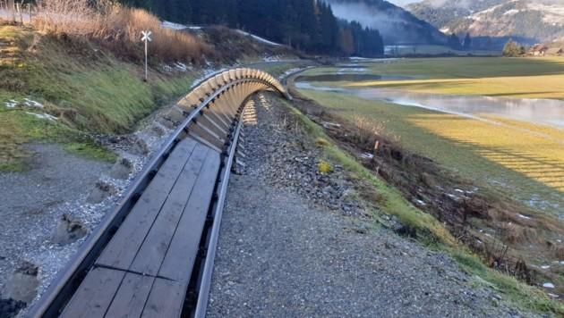Die Gleise der Murtalbahn wurden weggerissen (Bild: Kevin Geissler)