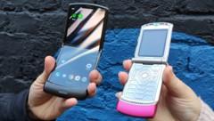 Das neue Motorola Razr - und sein Urahn aus dem Jahr 2004 (Bild: Dominik Erlinger)