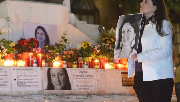 Gedenkfeier in Malta für die ermordete Journalistin Daphne Caruana Galizia (Bild: AFP)