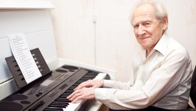 Klavierspielen aktiviert die grauen Zellen
