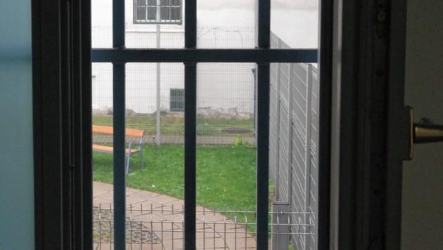 Der Anrufer erklärte der Frau, die Tochter werde hinter Gittern landen. (Bild: Andi Schiel)
