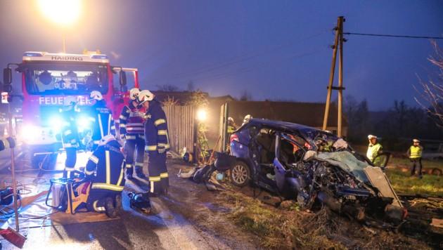 Die 50-jährige Lenkerin des Kleinwagens starb noch an der Unfallstelle (Bild: laumat.at/Matthias Lauber)